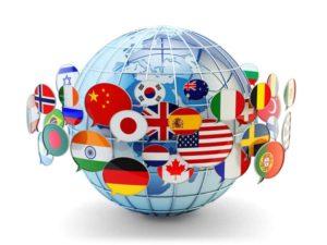 Weltkugel mit verschiedenen Landesflaggen
